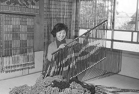 昭和30年代からインテリア部門にも進出し「珠のれん」を開発